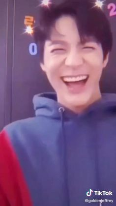 Stray Kids Chan, Nct Group, Nct Life, Boy Idols, Jisung Nct, Lucas Nct, Jeno Nct, Funny Kpop Memes, Aesthetic Videos