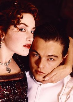 A gallery of Titanic publicity stills and other photos. Featuring Kate Winslet, Leonardo DiCaprio, James Cameron, Billy Zane and others. Kate Winslet And Leonardo, Leonardo Dicaprio Kate Winslet, Young Leonardo Dicaprio, Jack Dawson, Titanic Le Film, Titanic Rose, James Cameron, Cameron Diaz, Leo And Kate