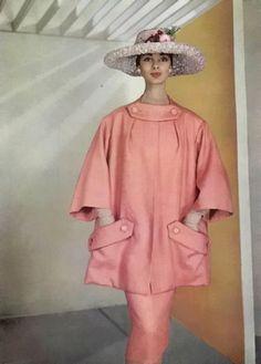 L'Officeil  Dior 1956.1950s fashion