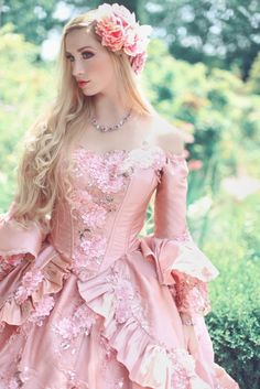 Nataya, Medieval Wedding Gowns, Marie Antoinette Gowns, Renaissance Wear & Jewelry at RomanticThreads Sparkle Gown, Vintage Dresses, Vintage Outfits, Costume Carnaval, Medieval Wedding, Gothic Wedding, Fantasy Gowns, Medieval Dress, Renaissance Gown