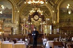 Time Out select the top 10 brasseries and restaurants in Paris, including golden-era dining rooms where the decadent decor is as timeless as the classic French cuisine.