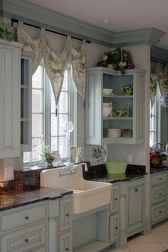 Shabby Chic Kitchen | Pretty in blue