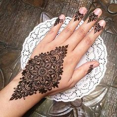 Mehndi is an important part of every Muslim woman's eid look adding to the beauty and grace of hands and feet. If you havent yet finalized your eid mehndi design then I bring to you some of the latest henna patterns to try out this year for bakra eid. Henna Art Designs, Stylish Mehndi Designs, Mehndi Design Photos, Mehndi Designs For Fingers, Beautiful Mehndi Design, Arabic Mehndi Designs, Latest Mehndi Designs, Bridal Mehndi Designs, Mehandi Designs