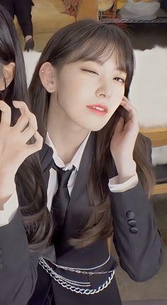 Very Good Girls, Pretty Korean Girls, Cute Girls, Cool Girl, Sakura Miyawaki, Girl Korea, Pink Envelopes, Yu Jin, Aesthetic Gif