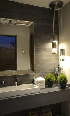 Baño de terraza Casa GL : Banheiros modernos por VICTORIA PLASENCIA INTERIORISMO #decoraciondebaños
