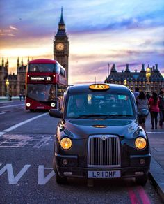 London Calling with all of its icons. Big Ben, a double decker bus and a black taxi