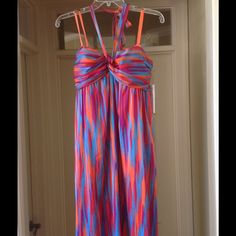 """Maxi Dress☀️ This Maxi Dress is versatile. It can be worn strapless or as a halter. The colors of this dress are vibrant! Fully lined. Back zipper. Built in bra with grip lining. Measurement of bust from under arm to under arm 17"""". Length measured from underarm to hem is 51"""" Gianni Bini Dresses Maxi"""