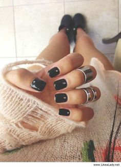 Black Mani & Knuckle Rings <3