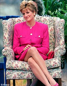 Princess Diana circa Diana Princess of Wales in a pink suit, with a pink clutch bag, pink shoes, say on a floral chair. I think this is Canada looks like her Sudbury, Canada pink suit. Princess Diana Fashion, Princess Diana Family, Princess Diana Pictures, Princes Diana, Royal Princess, Princess Of Wales, Lady Diana Spencer, Lady Dior, Pantyhosed Legs