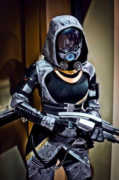Tali from Mass Effect. Couldn't imagine anyone better to cosplay from ME series but Tali! Is the hood/bodice hand painted?