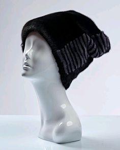Молодежная шапка из черной норки с декором Колпак b43c992eaeca0