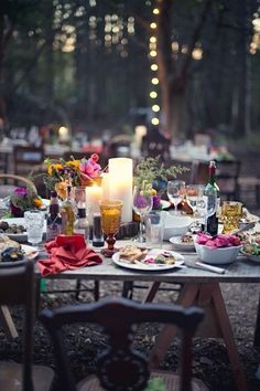 Floral arrangement, candles and string lights make this backyard picnic gathering perfect. #ANRpicnic