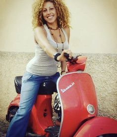 Vespa Girl, Scooter Girl, Vespa Lambretta, Vespa Scooters, Vespa Models, Italian Scooter, Mini Bike, The Most Beautiful Girl, Celebs
