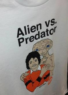 Alien vs Predator (ET with Michael Jackson) Seriously can't stop laughing.