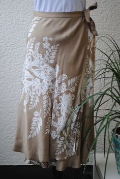 Skirt wrap-around, secondhand. 69 SEK.  http://www.jerikascorner.se/kjol/85-0