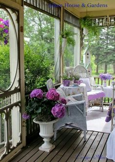 Cozy screened in porch.I love porches Cottage Porch, Home Porch, Cozy Cottage, White Cottage, Outdoor Rooms, Outdoor Living, Outdoor Decor, Summer Porch Decor, Gazebos