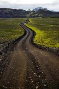 Follow Your Path| Serafini Amelia| Hlykkjóttur hálendisvegur