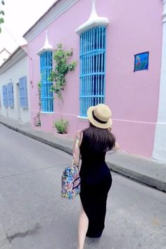 This post details all of the most instagrammable places in Cartagena, Colombia, including a map at the end with the exact locations.   best places to take pictures in Cartagena   instagrammable places in Cartagena   photo spots in Cartagena   photography locations in Cartagena   Instagram guide to Cartagena   where to take pictures in Cartagena   beautiful places in Cartagena   Instagram pics Cartagena Colombian Arepas, Umbrella Street, Colombia Travel, Pink Houses, Photo Location, Wide Angle, Great Photos, Travel Destinations, Travel Photography