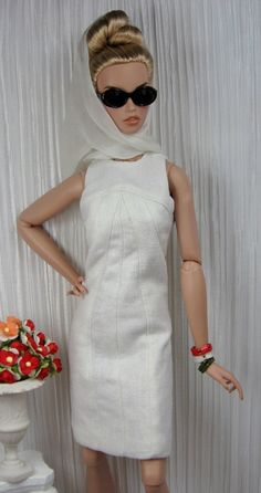 Italian Movie for FR:16, Tonner, Ellowyne and similar size dolls, includes dress pattern. FYI selling for fifty dollars the dress, scarf, and set of bracelets (that she is selling for ten dollars a set). http://www.etsy.com/listing/165232036/italian-movie-for-fr16-tonner-ellowyne?ref=shop_home_active