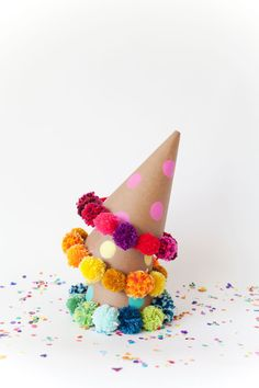 DIY Pom Pom Party Hats #Crafts #Yarn