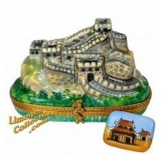 Great Wall of China with Pagoda Postcard Limoges Box (Beauchamp).