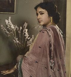 """Bengali Cinema ©: Bengali vocal artiste and actor Geeta Dutt in the film """"Badhu Baran"""" (Bengali; made by Dilip Naag. Bollywood Cinema, Bollywood Photos, Bollywood Songs, Indian Bollywood, Bollywood Actress, Legend Singer, Vintage Bollywood, Old Actress, Female Singers"""