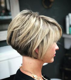 Jaw-Length Stacked Layered Bob Nape-Length Layered Two-Tone Bob We all have parts of our face that we would prefer to conceal or disguise. For those with bigger foreheads, a layered bob with bangs can balance out your features and boost confidence. Short Layered Haircuts, Layered Bob Hairstyles, Modern Haircuts, Layered Bob Short, Short Layered Bobs, Short Graduated Bob, Pixie Haircuts, Stacked Bob Haircuts, Layered Bob With Bangs