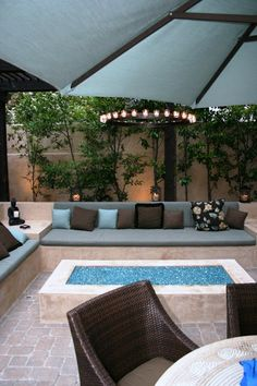 Cool DIY & Backyard Fire Pit Ideas with Comfy Seating Area Design Cool Fire Pits, Diy Fire Pit, Fire Pit Backyard, Backyard Patio, Patio Table, Backyard Landscaping, Outdoor Rooms, Outdoor Living, Indoor Outdoor