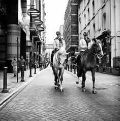 Street Photography London 120 Film - Mounted police by Embankment tube station London Fotografie, London Street Photography, London University, 120 Film, Photography Articles, Police, Tube, Horses, Japan