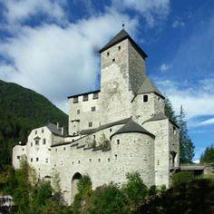 Castello di Tures (BZ). E' un castello medioevale che sorge presso Campo Tures, nella Val di Tures, una perpendicolare della Val Pusteria.