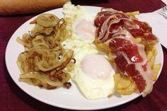 Antojo: cebolla, huevo, jamón serrano y patatas fritas