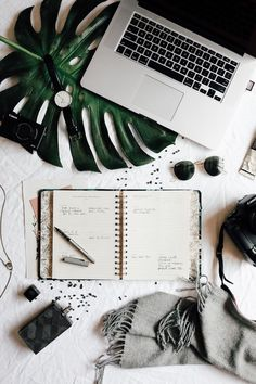 If you want to be successful, you should take a look at how successful people schedule their day. These articles will tell you all about it! Image via PinterestHow Successful People...
