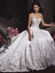 [Beautiful trim on this one, and a nice neckline. I like the fabric too.]