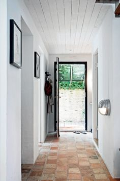 This is much more doable. might as well splurge on real stone flooring for the entry - since its so small any way :) Source Femina dk / photos Lise & Kristian Septimius Krogh Brick Flooring, Kitchen Flooring, Modern Flooring, Terracotta Floor, Hallway Designs, Hallway Ideas, White Walls, Interior Design Living Room, New Homes