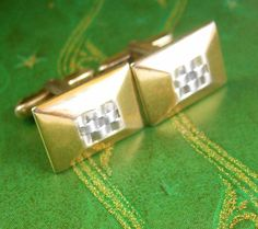 Manly Watchband Center Cufflinks Vintage Industrial Two Tone Woven Designer Hickok Cuff Accessory. A perfect addition to a collection or a gift to that special someone. Maker: Hickok, USA Hickok Manufacturing Company Inc. of Rochester New York was founded in the early 1900s. Major manufacturer of men's jewellery and accessories. The owner of Hickok manufacturing was a great-great nephew of the legendary Wild Bill Hickok. How appropriate that he created these gun slinging cowbows! Gunfighters…