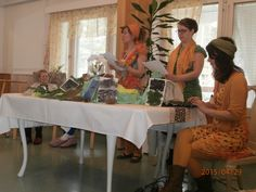 Opiskelijat toivat mukanaan aimo annoksen runonlausuntaa, lintujen lauluja, sekä erilaisia kevään tuoksuja, kuten ruohon, koivun, suopursun ja tervan tuoksua.