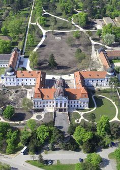 Gödöllő palace is one of the most important and largest monuments of Hungarian palace architecture. Austria, Impératrice Sissi, Casa Real, Europe, Beautiful Castles, Her World, Royal Palace, Budapest Hungary, Places To Visit