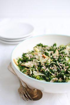 Salada de Kale massajada, Funcho e Maçã #receitas #saladas #kalemassajada #funcho #maçã #healthysalad #healthyfood #superalimento #kale