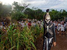 İnsan Irkının En Çarpıcı Fotoğrafları - Bereket tanrıçasını onurlandıran bir antik Maya geleneğini simgeleyen ölüm lordu, Meksika