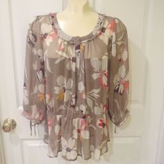 MAKE A REASONABLE OFFEER ON ANYTHING IN MY STORE AND IT'S YOURS TODAY!!  Old Navy Tan/Multi Color Floral Print Blouse Gather waist 3/4 Sleeve Sz Large #OldNavy #Blouse #Any
