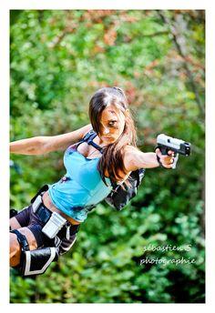 "Tomb Raider ""Lara Croft"" Cosplay"
