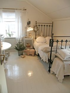 blog: Lantlif { Paint the iron Bed white and you have perfection}