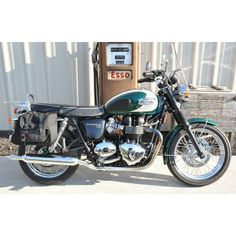 Classic Style in this modern world. Triumph Bonneville T-100