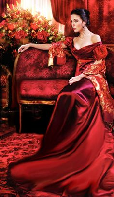 Colors ~ Red and Gold Beauty And Fashion, Red Fashion, Women's Beauty, Mode Glamour, Simply Red, Shades Of Red, Mode Style, My Favorite Color, Red Gold