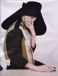 Balenciaga  www.fashion.net