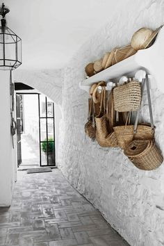 A rustic Italian cottage. Hand bags and hats Photography by Kristian Septimius/House of Pictures. Italian Cottage, Italian Home, Rustic Cottage, Italian Interior Design, Interior And Exterior, Contemporary Interior, Style At Home, Decoration Hall, Entryway Decor