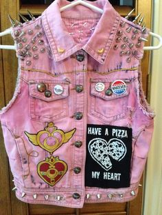 """my sailor moon vest that started out as just a white vest ! everything by me except the pins on the front pockets and the """"pizza my heart"""" patch partner in crime's (sailor jupiter) vest here Pastel Punk, Pastel Goth Fashion, Kawaii Fashion, Punk Fashion, Grunge Fashion, Hippie Look, Mode Kawaii, Kawaii Goth, Punk Jackets"""