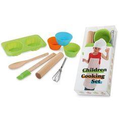 SET CUCINA per BAMBINI mod. MO7767, in confezione di PVC con manico: 4 stampi, una spatola, un cucchiaio, una frusta, un mattarello.