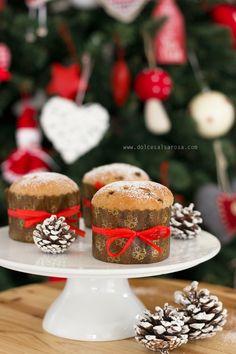 mini panettoni con gocce di cioccolato e farina di farro  christmas - natale
