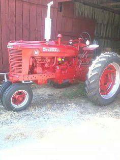 FARMALL M Antique Tractors, Vintage Tractors, Vintage Farm, Antique Cars, International Tractors, International Harvester, Farmall Tractors, Red Tractor, Classic Tractor